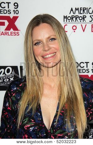 LOS ANGELES - OCT 7:  Kristin Bauer van Straten at the