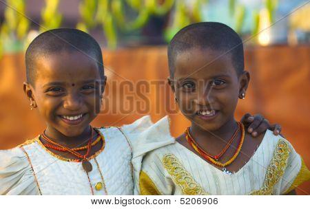 Tamil Zwillingen Mädchen rasiert