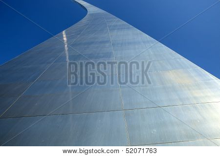 Looking up at the Gateway Arch