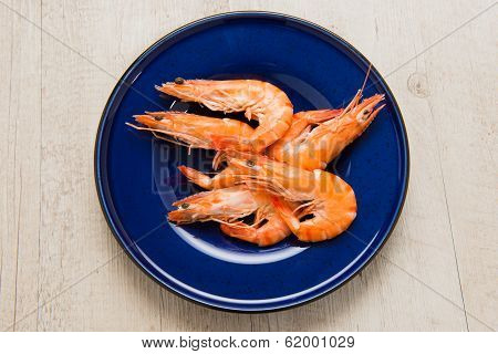 Shrimps in a blue dish