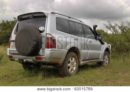 Silver Mitsubishi Pajero Dhd Rear View