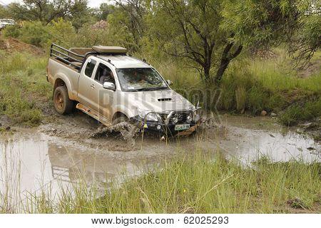 White Toyota Raider Hilux 3.0L Crossing Muddy Pond