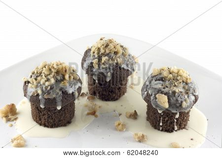 Mini Chocolate Cupcakes With White Chocolate Drizzle