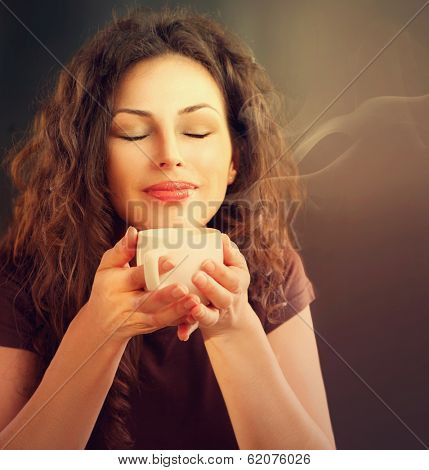 Beauty Woman With Cup of Coffee or Tea. Happy Girl with hot beverage