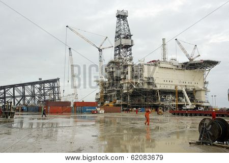 SANGACHAL, AZERBAIJAN  - OCT 29: Roughnecks and engineers build oil platforms in Sangachal, Azerbaijan, on Saturday, October 29, 2006.