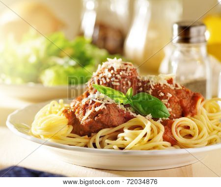 italian food - spaghetti and meatballs