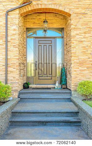 A nice entrance of a luxury house
