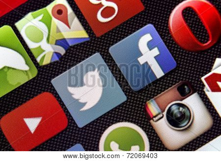 Belgrade - March 13, 2014 Social Media Icon Twitter And Facebook On Smart Phone Screen