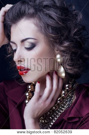 beauty rich brunette woman with a lot of jewellery, hispanic cur
