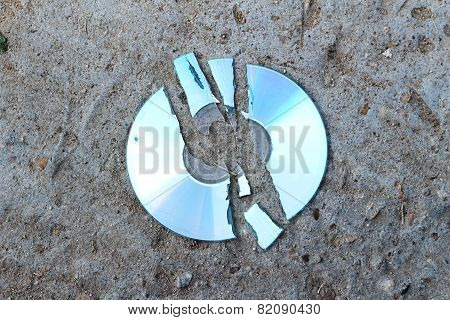Crack Compact Disc