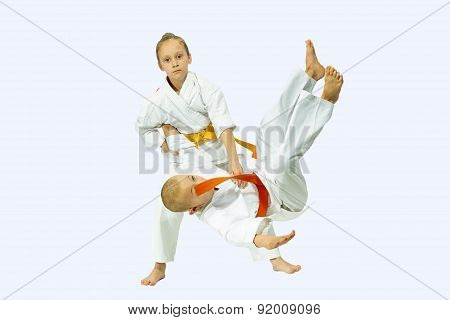 Two children performs judo throws