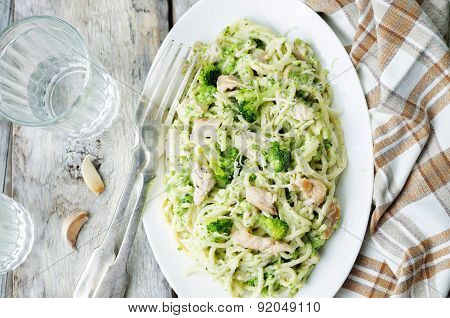Creamy Cheesy Broccoli Spaghetti With Chicken