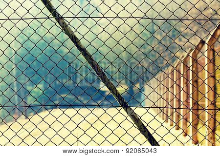 Mesh netting Rabitz on the fence