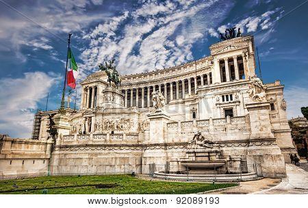 Monumento Nazionale a Vittorio Emanuele 2  against blue sky