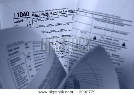 Formulário de imposto amassado
