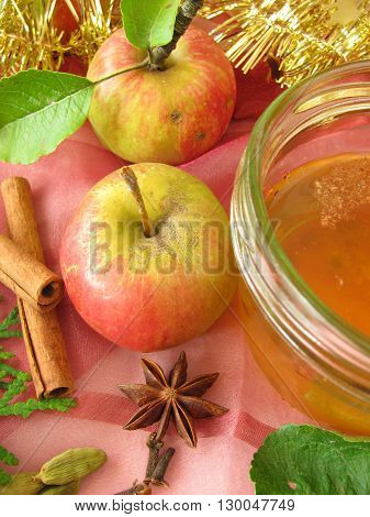 Apple jelly with christmassy spices and fresh fruits