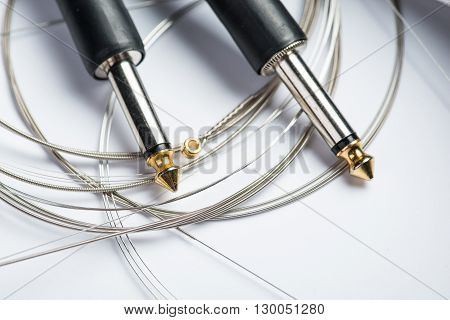 Electric guitar strings with cable and jacks