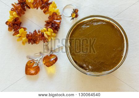 Henna paste. Prepare the henna paste at home. Henna and amber jewelry.