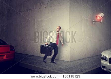 man escape with handbag and huge cctv