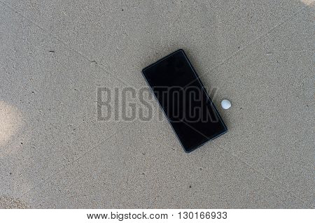 smartphone on the beach holiday relex time