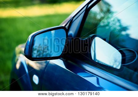 side mirror blue car, the reflection in the glass