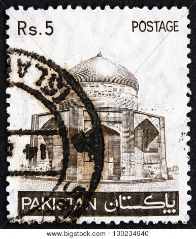 PAKISTAN - CIRCA 1981: a stamp printed in Pakistan shows Tomb of Prince Sultan Ibrahim Khan Makli circa 1981