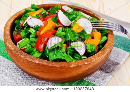 Spinach Salad with Leek, Radish, Tomato, Pepper and Vegetable Oil