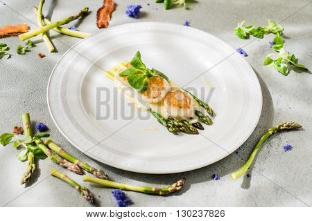 Freshly sauteed scallops with green asparagus