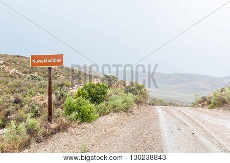 A wet Nuwekloofpas (new valley pass) descending into the Baviaanskloof (baboon valley)