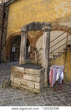 San Quirico Medieval Houses With Water Well