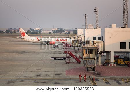 Don Mueang Airport, Thailand - MARCH 2, 2016 : Thai Lion Air airplane come to parking at passenger tube for loading passenger at Don Mueang Airport in Bangkok,Thailand