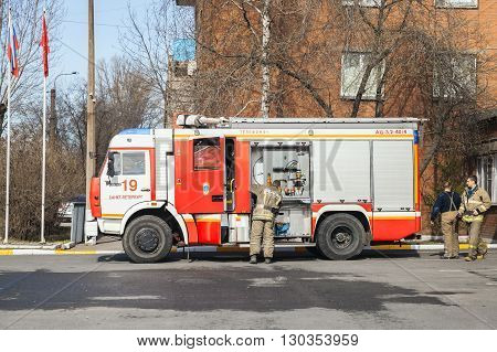 Modern Russian Fire Engine With Firefighters
