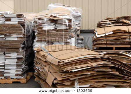 2 De papelão reciclado