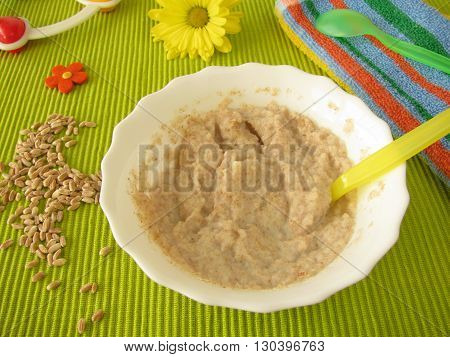 Spelt mash for babies and small children