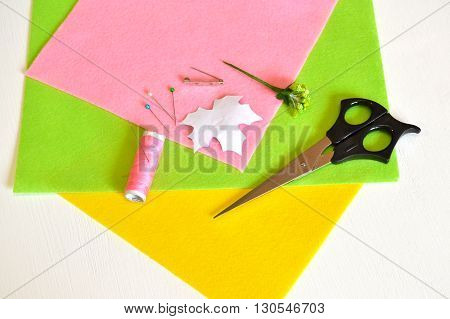Thread, needle, pin, scissors, a template sheet, felt, metal base for brooche - how to make handmade brooch, sewing kit