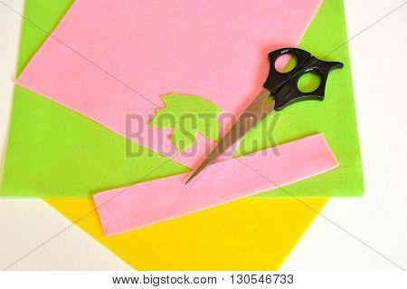 Felt, leaf, scissors - how to make handmade brooch, sewing kit