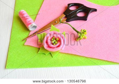 Brooch flower felt, scissors, thread, needle - how to make handmade brooch, sewing kit
