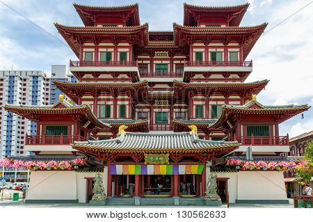 Buddhas Relic Tooth Temple in Chinatown, Singapore