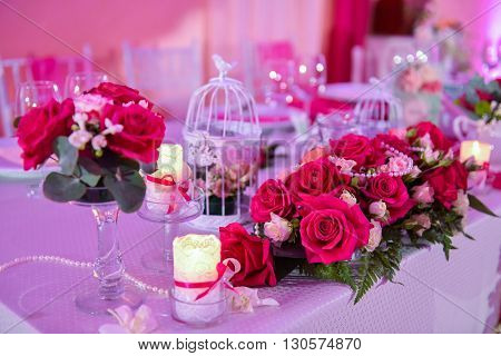 Roses on a wedding table with candles