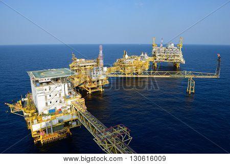 The large offshore oil rig drilling platform
