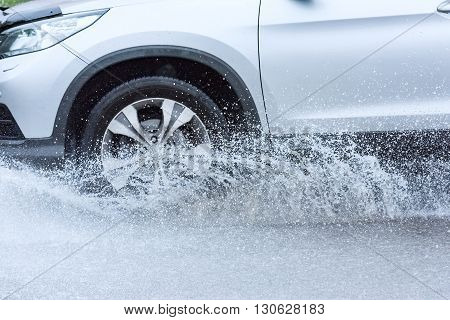Car Rain Puddle Splashing Water