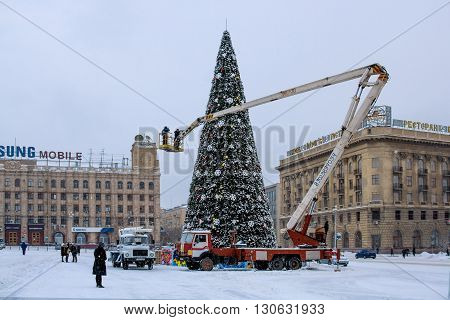 Volgograd, Russia - December 13 2009: Installation of the main city Christmas tree on on the Ploshhad' Pavshih Borcov (the Square of the Fallen Fighters) in Volgograd