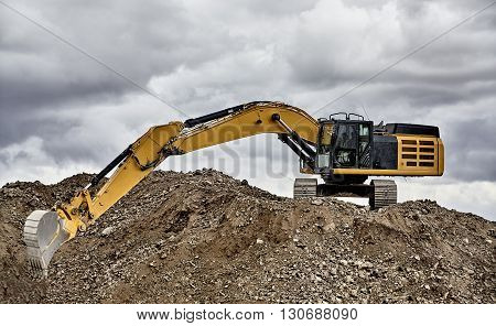 Constuction Industry Excavator Heavy Equipment Full Reach On Job Site