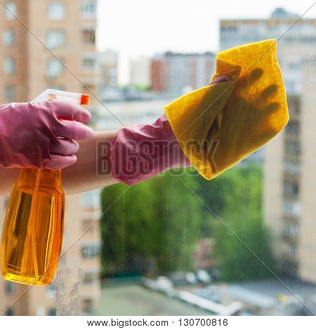 Washer Cleans Window Glass With Detergent