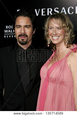 Eric McCormack and Janet Holden at the Rodeo Drive Walk Of Style Award honoring Gianni and Donatella Versace held at the Beverly Hills City Hall in Beverly Hills, USA on February 8, 2007.