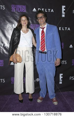 LOS ANGELES - MAY 20:  Naomi Nelson, Johnny Knoxville at the PS Arts - The Party at NeueHouse Hollywood on May 20, 2016 in Los Angeles, CA