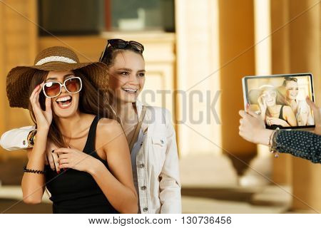 Travel, the girls are photographed tablet.