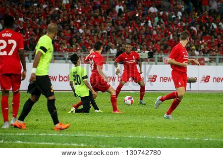 July 24, 2015- Shah Alam, Malaysia: Liverpool's players (red) controls the ball in a friendly match against the Malaysian Team. Liverpool Football Club from England is on an Asia tour.