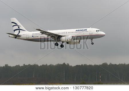 Airbus A320 Aegen Airlines Landing
