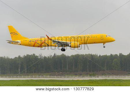 Embraer 195Lr Saratov Airlines Landing